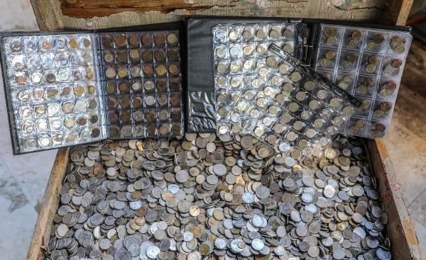 Define sandığındaki madeni paralar koleksiyonerlerin ilgi odağı oldu