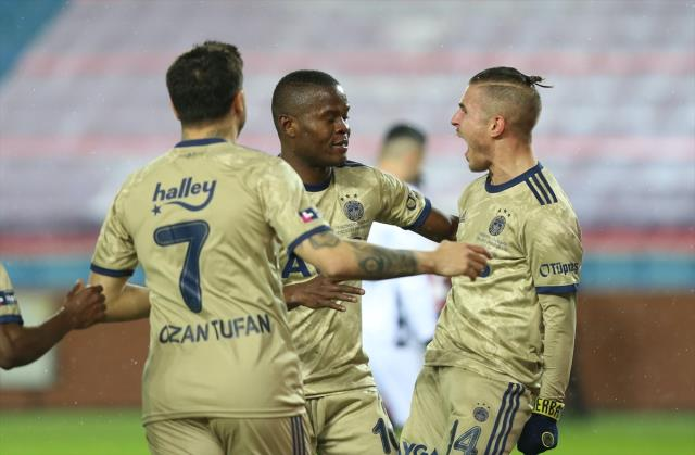 Fenerbahçe defeated Trabzonspor 1-0 on the road