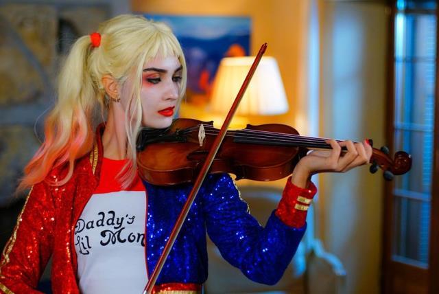 Tuba Büyüküstün'ü görenler tanıyamadı! Joker'in kız arkadaşı Harley Quinn oldu