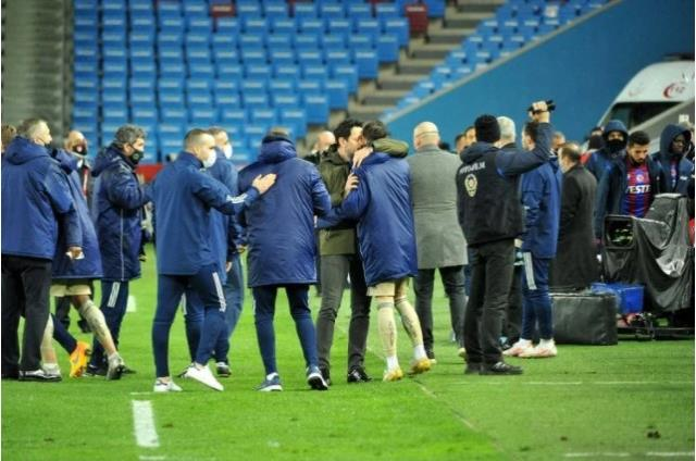 Mesut Özil, who was taken from the game in the Trabzonspor match, did not establish a dialogue with Erol Bulut while leaving the game