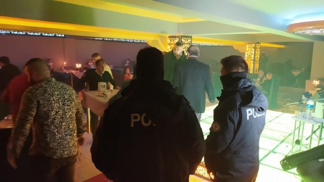'Çok yüksek riskli' kategoride bulunan Konya'da, eğlence mekanına baskın: 60 kişiye 243 bin TL ceza