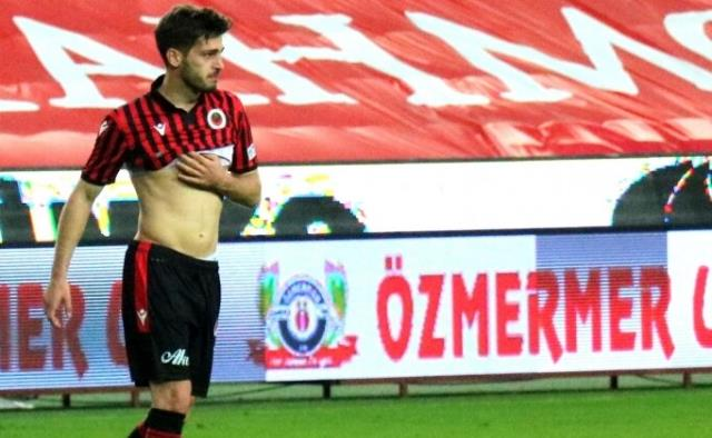 Young football player of Gençlerbirliği burst into tears after the lost Gaziantep FK match