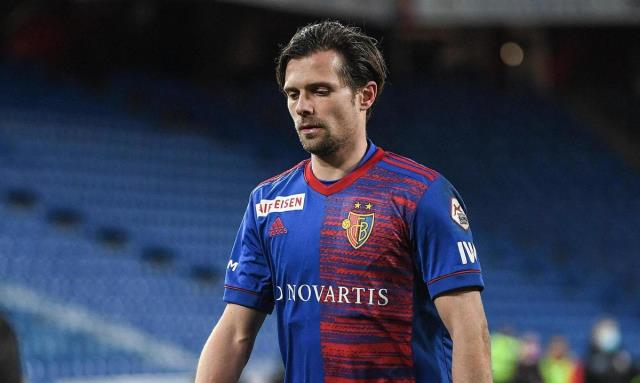 Captain Valentin Stocker out of squad, 2000 Basel fans take to the streets
