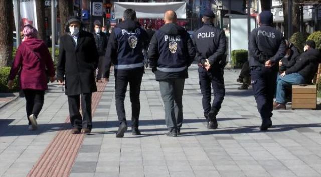 Vaka sayısı haritasında çok riskli iller arasında yer alan Trabzon sokaklarındaki kalabalık pes dedirtti
