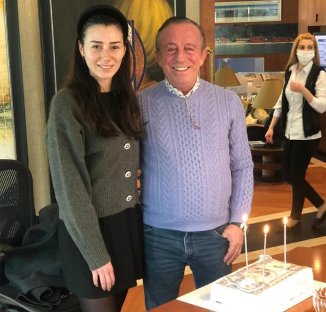 Ali Ağaoğlu'nun milyonluk doğum günü pastası topa tutuldu
