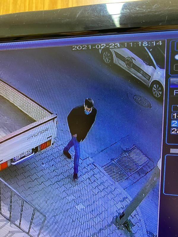 Esenyurt'ta taksicinin boğazına bıçak dayayıp, parasını gasbeden şüpheli yakalandı