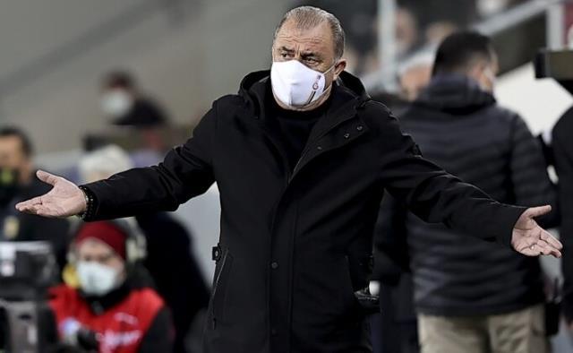 Fatih Terim, 2-1 kaybettikleri Ankaragücü maçının VAR hakemi Cüneyt Çakır'a büyük tepki gösterdi
