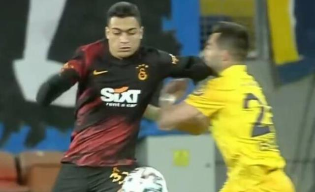 In Galatasaray, Mohamed was out of the game with a direct red card in Ankaragücü