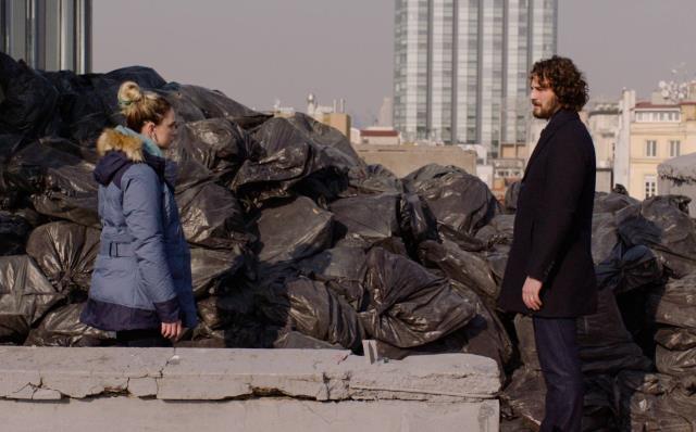 Masumlar Apartmanı'nda büyük sırlar ortaya çıkıyor! Çöplük gerçeğini öğrenen İnci ile Han yüzleşiyor