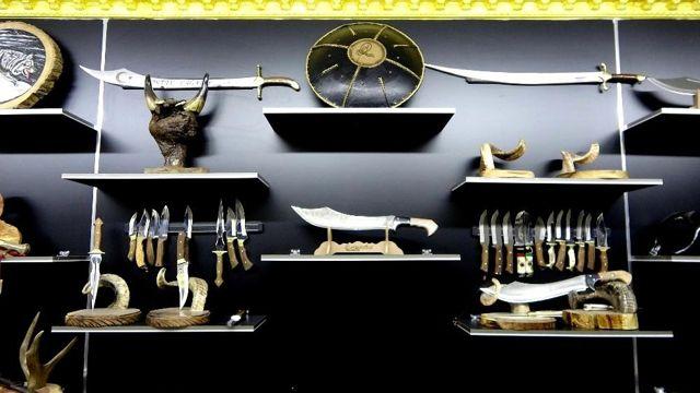 Tarihi dizilerden etkilenip savaş aletleri üretmeye başladı, şimdi siparişlere yetişemiyor