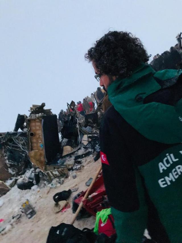 9 askerimizin şehit olduğu helikopter kazasının olay yerinden ilk görüntüler