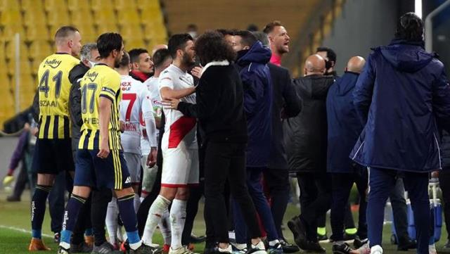 After Fenerbahçe-Antalyaspor match, the field is confused!  Boffin gets a red card