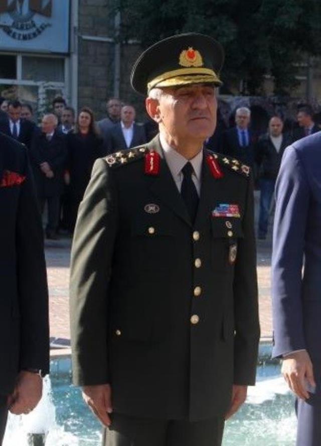 Son Dakika: Bitlis'te düşen helikopterde 8. Kolordu Komutanı Korgeneral Osman Erbaş da şehit oldu