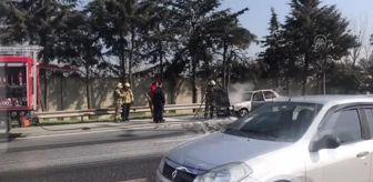 İstanbul: TEM Otoyolu'nda otomobil yangını