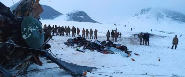 Bakan Akar: İlk bilgilere göre helikopter kazası olumsuz hava şartları nedeniyle oldu