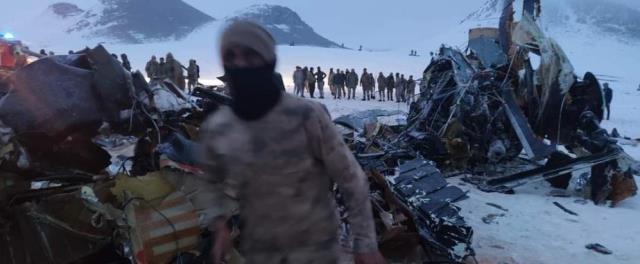 Bakan Akar: İlk bilgilere göre helikopter kazası kaza olumsuz hava şartları nedeniyle oldu