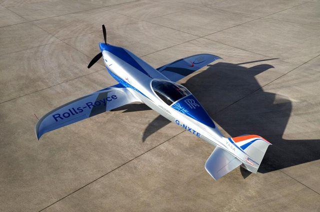 Rolls-Royce'un tamamen elektrikli uçağı rekor peşinde