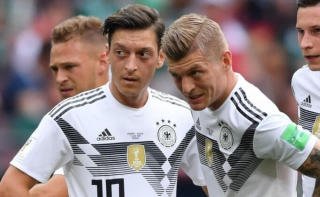 Kroos said that Mesut Özil received severe insults for criticizing the process of leaving the German National Team.