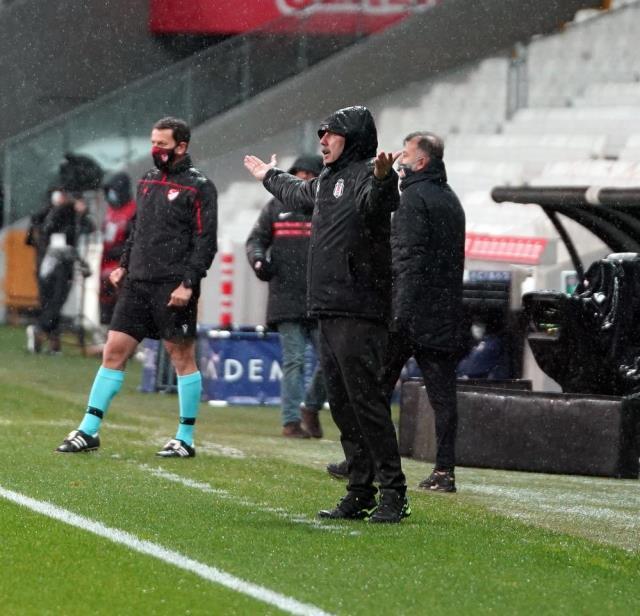 Sergen Yalçın reacted to referee Mete Kalkavan regarding the yellow card he saw.