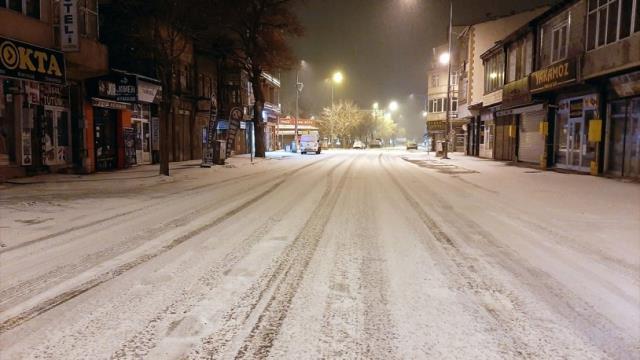 Ardahan'da yeniden kar yağışı başladı