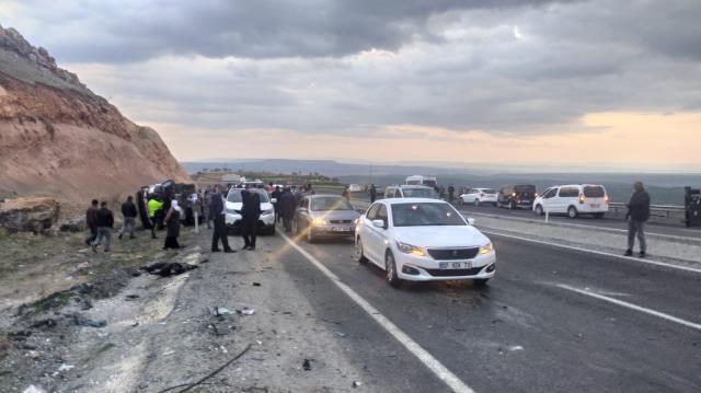 Diyarbakır'da feci kaza: 2'si çocuk 5 ölü, 3 yaralı