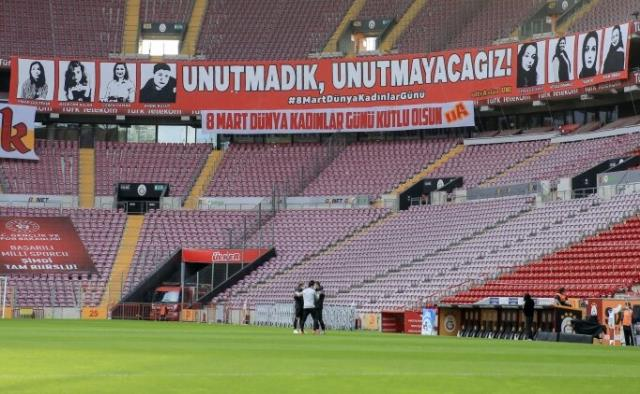 Meaningful banner from Galatasaray tribunes: We have not forgotten, we will not forget