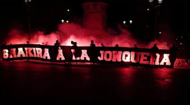 Barcelona maçı öncesi, PSG taraftarının Shakira'ya genelev göndermesi yapması tepki çekti