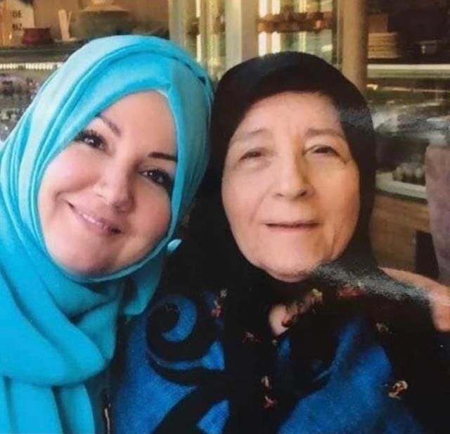 Annesini koronadan kaybeden İkbal Gürpınar ölüm haberini nasıl aldığını anlattı: Bağırışımla hastaneyi inlettim