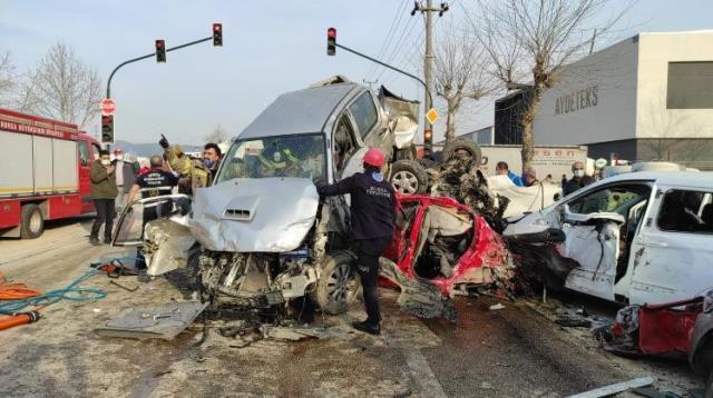 Bursa'da 22 aracı biçen ve 4 kişinin ölümüne neden olan tırın sürücüsü tutuklandı