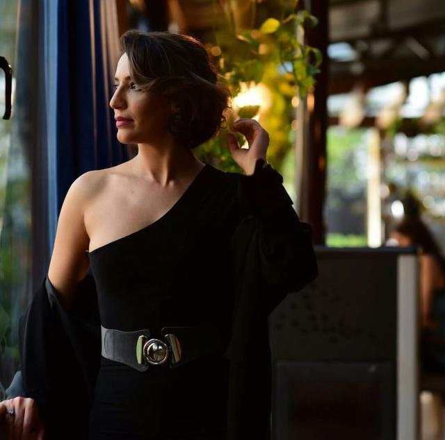 Ünlü oyuncu Nihal Yalçın'dan bomba itiraf: Sanal cinsel ilişki yapmaya çok özeniyorum