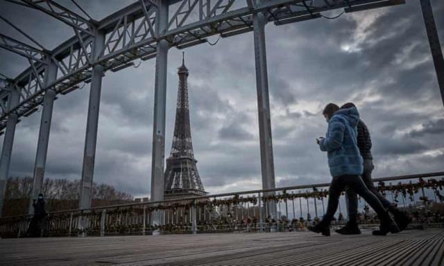 Koronadan on binlerce insanın öldüğü Fransa'da 4 hafta boyunca tüm gün sokağa çıkma yasağı uygulanacak
