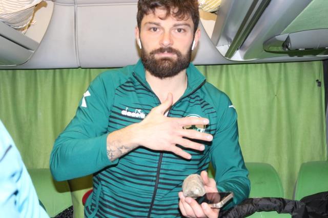 Samsunspor'u 2-0 yenen Giresunspor kafilesine taşlı saldırı! Otobüsün camları kırıldı, kaptan yaralandı