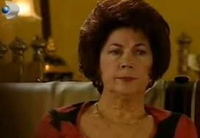 Vefat eden oyuncu Ayla Karaca, son yolculuğuna uğurlandı