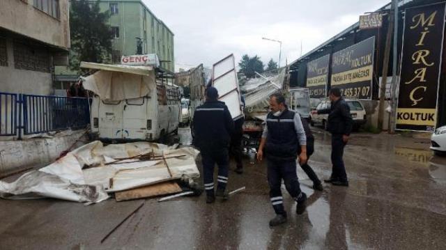 Esnaf ile zabıta arasında sopalı demirli kavga! 3 memur yaralandı