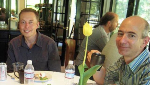 Jeff Bezos ve Elon Musk'ın 17 yıl önce çekilmiş fotoğrafı sosyal medyada gündem oldu