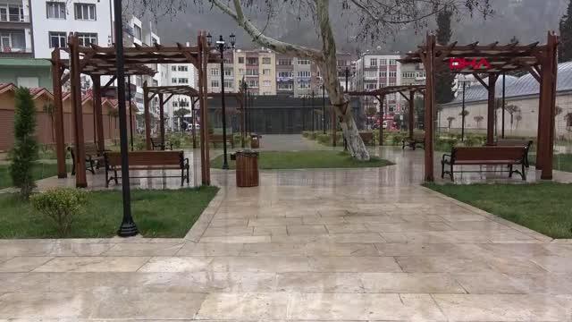 AMASYA Çok yüksek riskli il Amasya'da sağanakla birlikte sokaklar bomboş kaldı