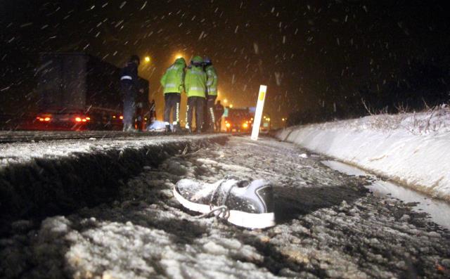 Tartışma sonucu otobüsten atılan genç, kamyon çarpması sonucu hayatını kaybetti