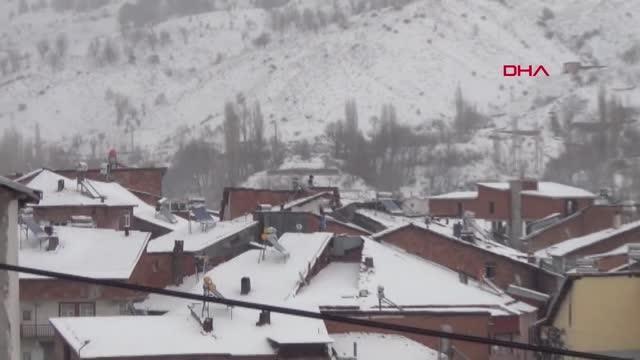 ADIYAMAN Çelikhan'da kar yağışı hayatı olumsuz etkiledi