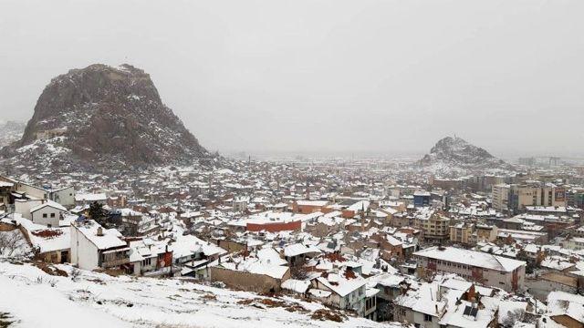 Afyonkarahisar'da yağan kar sevindirdi