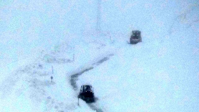 Van-Bahçesaray yolunda karla mücadele devam ediyor