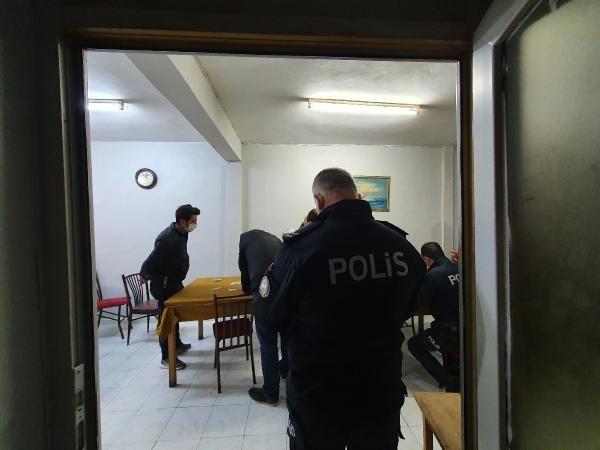 Adana'da kahvehane baskınında 8 kişiye ceza kesildi