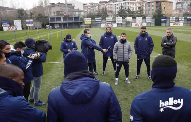 Emre Belözoğlu'ndan Fenerbahçeli futbolculara özel konuşma: İçinizden birisiyim