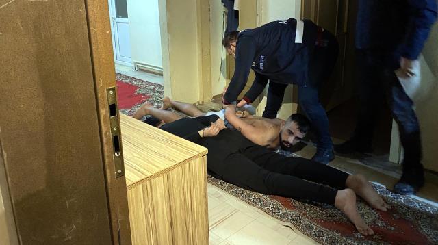 İlişki vaadiyle çağırdıkları kişileri gasp eden çeteye 'Yarasa Kız' operasyonu: 115 gözaltı