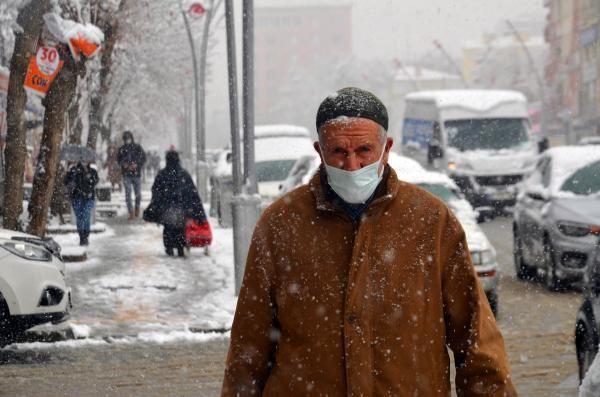 Muş'ta kar yağışı; 88 köy yolu kapandı