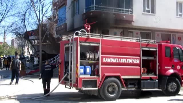 Son dakika haberleri: AFYONKARAHİSAR - Özel tıp merkezinde çıkan yangın söndürüldü