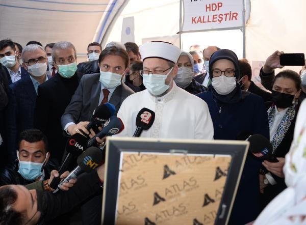 Son dakika haber... Diyarbakır annelerini ziyaret eden Ali Erbaş: Evlat hasreti acıların en büyüğüdür