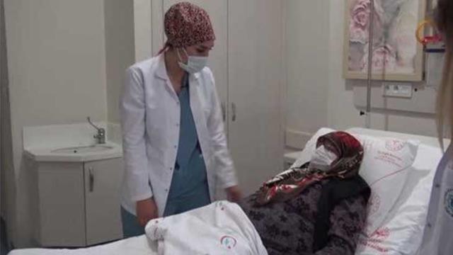 Ağrı şikayetiyle hastaneye giden kadının yumurtalığından 20 kilo kitle çıktı