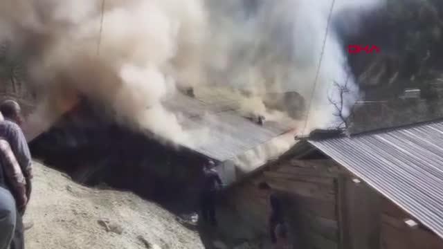ADANA Feke'de yangın çıkan ev, kullanılamaz hale geldi