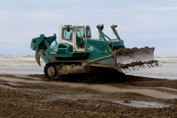 ADANA Doğal kirliliğin yaşandığı Karataş sahili temizlendi; Akyatan Lagünü açıldı