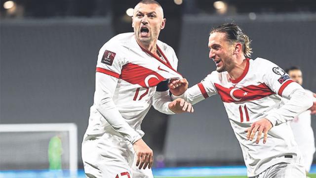 Letonya maçı öncesi Burak Yılmaz'dan kötü haber
